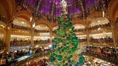 Коледната украса на Galeries Lafayette