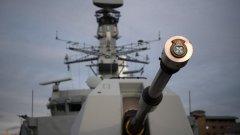 Напрежение между британски и руски бойни кораби