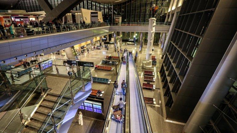 Топ 10 на най-добрите летища  1. Летище Хамад, Доха, Катар  Обща оценка: 8,77 от 10 Точност на полетите: 9,1 Качество на обслужването: 8,8 Отзиви на пасажерите: 7,3