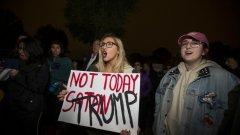 Малобройни протести срещу новоизбрания президент имаше и във втората вечер след избирането му