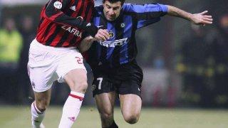 При повечето италиански клубове обаче е малко по-различно. Историите за цветовете са базирани на цели философии. Интер, например, избира черното и синьото, защото те символизират небето през деня и през нощта. Докато черното е екипите на Милан символизира страха на противниците им, а червеното – огнената страст на играчите им.