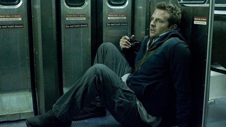 """""""Среднощен влак за месо""""Филмът е от времената, в които хорърите бяха истински хоръри, изправяха коси и не ви оставяха да спите след финалните надписи. Купър влиза в ролята на Леон – млад фотограф с влечение към тъмните кътчета на Ню Йорк. Когато приятелката му изчезва някъде из подземията на нюйоркското метро, Леон е принуден да тръгне по нейните стъпки, колкото и зловещи и кървави да са те.   """"Среднощен влак за месо"""" (The Midnight Meat Train) също е наличен в Amazon Prime Video."""