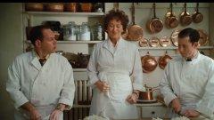 """""""Джулия и Джулия"""" (Julia&Julia)  Мерил Стрийп влиза в ролята на знаменателната в кулинарните среди Джулия Чайлд, а Ейми Адамс е нейна отдадена поклонничка, която десетилетия след издаване на първата ѝ книга с френски рецепти се опитва да следва съветите ѝ за готвене.   Филмът се разделя на два отделни сюжета, проследяващи двете героини с еднакво име Джулия. Макар и разделени от пространството и времето, двете жени показват как с правилната комбинация от страст, отдаденост и много масло всичко е възможно."""