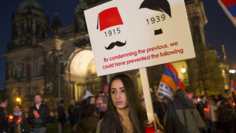 Всяка година арменците по света отбелязват с факелни шествия деня на геноцида и призовават Турция да признае целенасочената политика на Османската империя за унищожаване на етническото малцинство