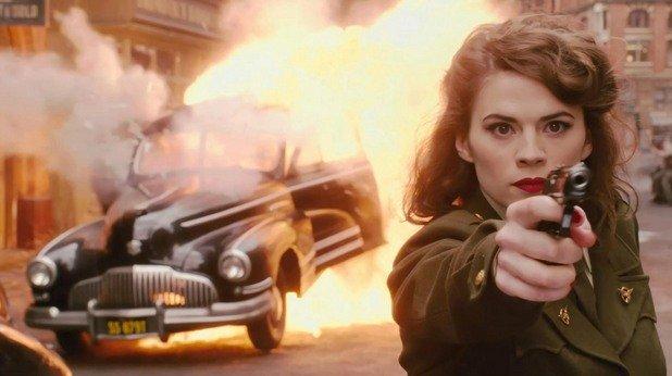 Хейли Атуел Тя е първият агент на ЩИТ, тя бори злото и Капитан Америка е влюбен в нея. Три важни факта, които правят красивата жена - неустоима. А Хейли Атуел е красива. Тя има ретро излъчване, секси тяло и носи униформа и пистолет. Други причини не ни й трябват.