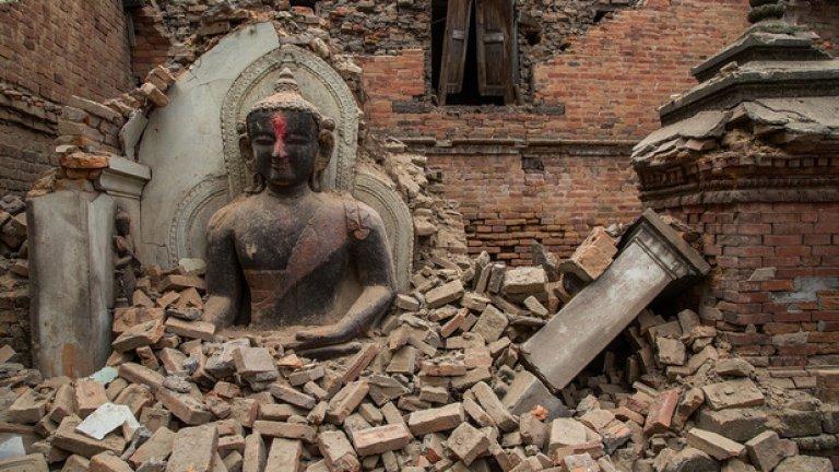 Вижте в галерията някои от най-известните архитектурни паметници - преди и след земетресението