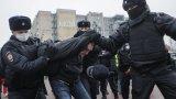 Говорителят на Путин категорично отрече арестите на протестиращи да са репресии