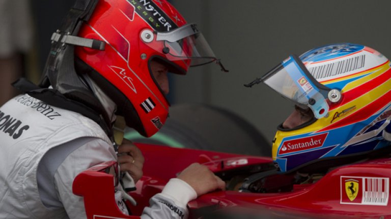 Михаел Шумахер се разправя с Фернандо Алонсо след края на квалификацията в Австралия
