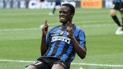 Младият кенийски полузащитник на Интер куфее след гола си срещу Аталанта