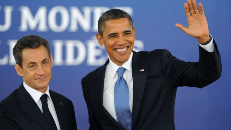 """4. """"Не мога да го понасям вече"""" (2011 г.)  Личен разговор между френския президент Никола Саркози и американския му колега Барак Обама е подочут от журналисти по време на среща на Г-20 във Франция. Малко преди пресконференция, репортери получават слушалки за симулантен превод, но им е казано да не ги включват, преди да е приключил разговорът на двамата лидери зад кулисите.  Няколко души обаче не се съобразяват с тези изисквания и чуват как Саркози говори на Обама за министър-председателя на Израел Бенямин Нетаняху.  """"Не мога да го понасям вече, той е лъжец"""", казва Саркози. """"На теб може да ти е писнало от него, но аз трябва да се занимавам с него всеки ден"""", отвръща Обама.   В продължение на няколко дни във Франция никой не коментира разговора, но в крайна сметка Дан Израел от френския сайт Arret sur Images разказва за случилото се. Разговорът е отражение на обтегнатите отношения на Израел както с Франция, така и със САЩ по онова време."""