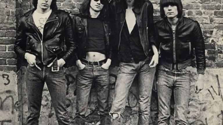 Ramones – Ramones (1976)  Фотографката Роберта Бейли до голяма степен създава по-нататъшния образ на Ramones чрез обложката на първия им албум.