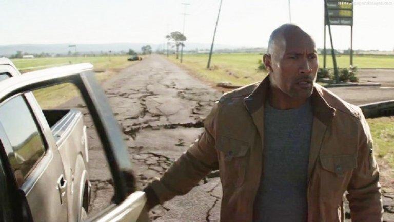 """San Andreas / Сан Андреас (2015) - Отново филм за разрушения, но не в световен мащаб. В случая го отнасят живеещите в района на залива на Сан Франциско, след като той е ударен от мощно земетресение. Тук продуцентите постъпиха умно и взеха Дуейн """"Скалата носи пари"""" Джонсън в главната роля. Това превърна филма във финансов успех, въпреки намръщените критици. А и земетресението е нещо по-рядко срещано и не ни е втръснало колко астероиди и бури. Нали?"""