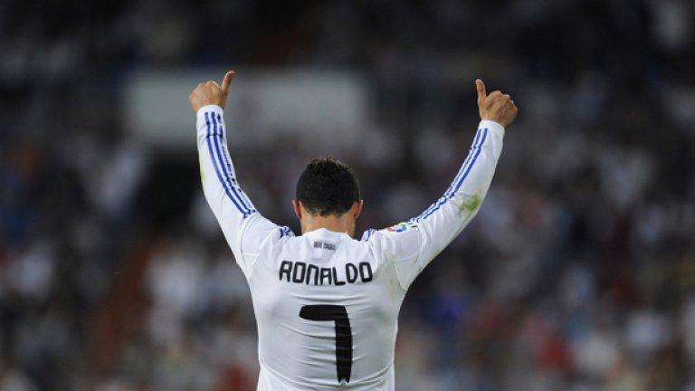 """Кристиано Роналдо взе """"Златната обувка"""" за втори път след 2008 г. Нападателят на Реал (Мадрид) отбеляза 40 гола през сезон 2010/11 в испанското първенство и получи престижната награда, но въпреки неговото постижение Кралският клуб остана в сянката на Барселона в Примера дивисион и Шампионската лига"""
