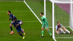 Арсенал оцеля във велико дерби