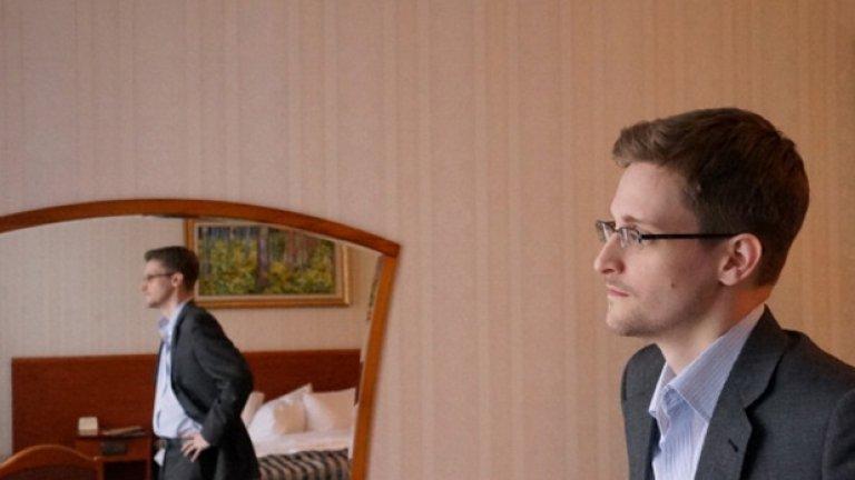 """""""Citizenfour"""" (24 октомври)  Лора Пойтрес е сред журналистите, които обявиха новината, че Националната агенция за сигурност на САЩ шпионира всички. С това те помогнаха на бившия разузнавач Едуард Сноудън, който ги снабдяваше със секретна информация.  Пойнтрес разказва историята на Сноудън - първите анонимни имейли, които получава от него при срещата в Хонгконг и последващите събития, белязали изминалата година като една от най-интересните по отношение на изтичане на класифицирана информация за работата на NSA. Това е филм, който задължително трябва да се гледа."""
