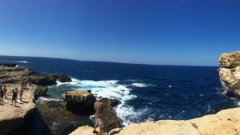 """Да прекрачиш в """"1001 нощи"""": Малта, където всичко е толкова наситено синьо"""