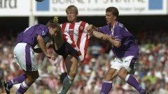 Достатъчно такива изпълнения могат да се срещнат и в съвременния футбол, но романтиката на 90-те няма как да бъде запазена