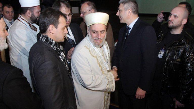 Мустафа Хаджи поздравява съпредседателя на ДПС Мустафа Карадайъ