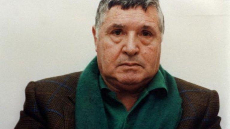 Един от последните кръстници на мафията в Сицилия - митичният бос Салваторе (Тото) Риина, по прякор Звярът, с 26 присъди за доживотен затвор почина.