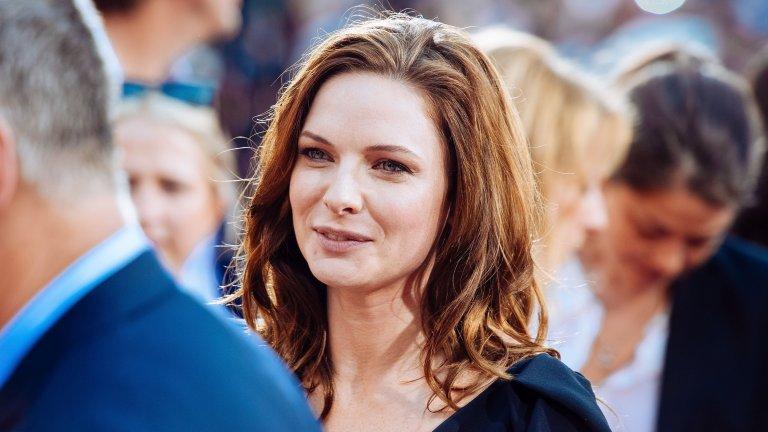 Един съдбовен ден на пазараСлед като става популярна покрай сериала, Фъргюсън решава, че вниманието ѝ идва в повече и отива да живее в малък крайбрежен град в южната част на Швеция. През 2011 г. тя отива на местния пазар, когато известния шведски режисьор Ричърд Хоберт я забелязва в кварталния магазин през 2011 г. и я кани да участва в неговия филм A One-Way Trip to Antibes, който се оказва зелена карта за кариерата ѝ по-нататък.