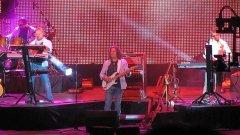 Финалът на концерта на ФСБ неочаквано се превърна в антиправителствен акт