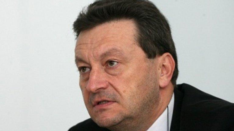 """Дори когато самият Ерменков се самоопроверга с позоваване на лично обаждане от председателя на ДАНС, реакцията беше: """"А можеше никога да не разберем истината, благодарим ви за грижите! JE SUIS TASKO!""""."""