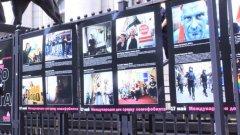 """Вчера пред Съдебната палата в София бе открита изложбата """"Образи против хомофобията"""", на която организатори бяха членовете от младежката организация """"ЛГБТ Действие"""""""