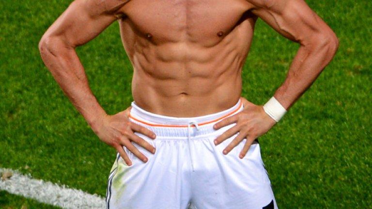 Роналдо е головата машина - 17 попадения в 13 мача.