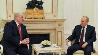 Кризата от последната година придърпа Беларус обратно в орбитата на Кремъл