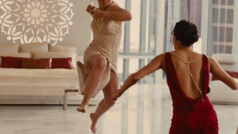 """Феновете вече могат да я гледат и в седмата част на """"Бързи и яростни"""", където се изправя срещу Мишел Родригес в гореща бойна сцена"""