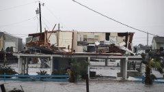 Към момента от стихията са загинали поне 30 души