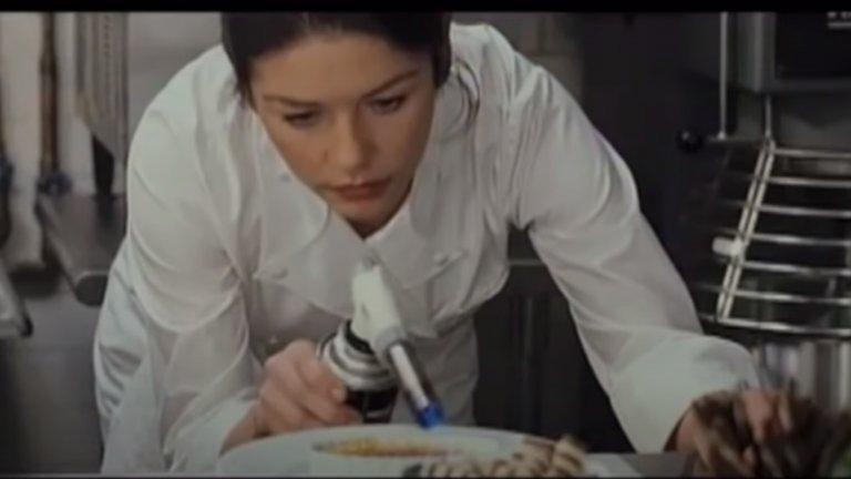 """""""Без резервации"""" (No Reservation)  Искате съвършено приготвен крехък пъдпъдък със сос от трюфели? Кейт (Катрин Зита-Джоунс) е майсторът-готвач – и работохолик – който може да го приготви. Но няма ни най-малка представа как да се справи с безгрижния почитател на опери, заместник-готвача (Арън Екхарт), който започва работа в луксозния ѝ ресторант в Манхатън.  И като че ли това не е достатъчно, но се налага да приеме при себе си и осиротялата си племенница, която предпочита пържените рибни хапки пред изтънчените ѝ деликатеси."""