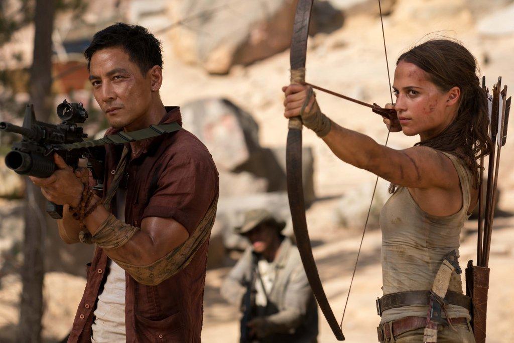 Tomb Raider 2 Премиера: 19 март  Първата част от 2018 г. постигна солиден боксофис успех, но като цяло критиката и феновете бяха със смесени чувства относно качеството на филма. Впечатление направи Алисия Викандер (Ex Machina), която показа перфектна физическа форма в ролята на една от най-обичаните гейминг героини Лара Крофт.   Това, което дава повод за оптимизъм около продължението, е участието в проекта на сценаристката Ейми Джъмп. Нейната работа по сценариите на Kill List, A Field In England, Free Fire и High-Rise, все мрачни и зловещи филми, подсказва за сериозен потенциал в Tomb Rider 2. Особено с Викандер отново в главната роля.