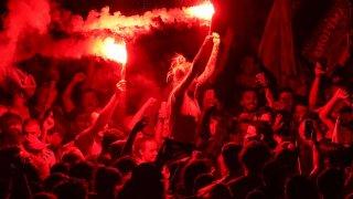 """""""Недопустимо поведение!"""": Властите в Ливърпул се възмутиха от празненствата на феновете"""