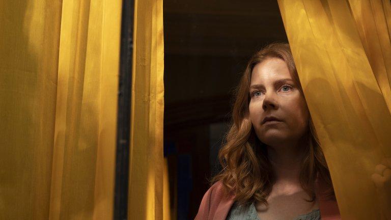 The Woman In The Window  Психологическият трилър на режисьора Джо Райт е адаптация по едноименния роман на Ей Джей Фин и разказва за жена, която смята, че е станала свидетел на убийство. В главните роли са Ейми Адамс, Гари Олдман и Джулиан Мур.