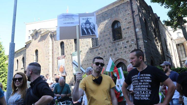 """""""Тук сме, за да кажем не на прокурорския рекет, не на политическите репресии, не на популизма, тук сме, за да кажем не на страха. Тук сме за да защитим българската природа и бъдещето на родината, която е наш дом, в който искат да се върнат милиони българи емигранти"""", каза още пред събралите се Радев."""