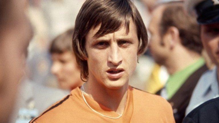 Йохан Кройф през 70-те. Геният в основата на Тоталния футбол, променил представите за скорост и тактика в играта.