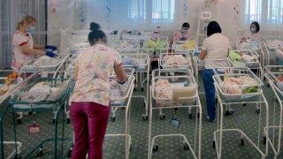 Сурогатното майчинство у нас: не е забранено, но не е и възможно