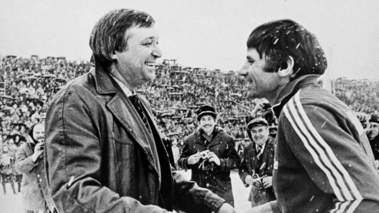 Петър Жеков и Петко Петков на бенефиса му му през 1981-ва.