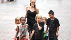 На Анджелина Джоли никак не й е лесно с 6 деца, от които поне 4 вече са в училищна възраст