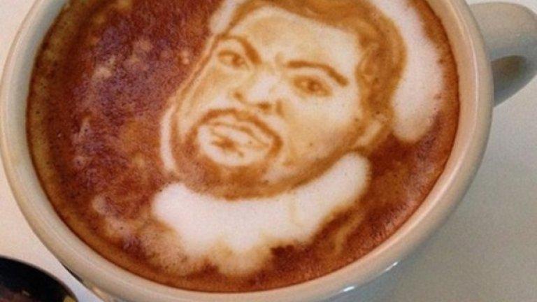 Американският бариста Майкъл Брийч създава невероятни рисунки в латето - включително портрети на клиенти и на известни личности. На снимката: рапърът Ice Cube