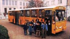 На други места у нас осигуряват автобуси, които карат ромските деца до училище...
