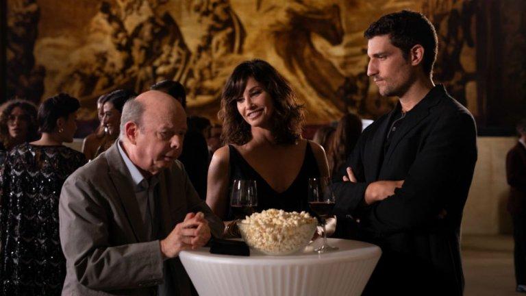 """""""Фестивалът на Рифкин""""  Последният филм на Уди Алън се развива по времето на филмов фестивал. В центъра са семейна двойка американци, които решават да посетят кинофестивала в Сан Себастиан и се запленяват от магията на киното и красотата на Северна Испания. Но покрай хубавите филми се появяват и проблеми във връзката им. Случва се точно това, от което главният герой Морт (Уолъс Шон), винаги се е страхувал - по-младата му жена Сю (Джина Гершон) се впуска в любовна афера пред очите му."""
