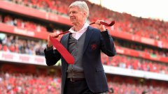 """""""Преди всичко, аз съм фен на Арсенал като вас"""", каза мениджърът, а при последната обиколка на стадиона подари вратовръзката си на свой малък фен"""