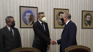 Мустафа Карадайъ изключи партията му да подкрепи правителство на ГЕРБ или на БСП