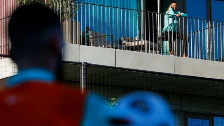 Роналдо е изолиран в хотела на португалските национали.