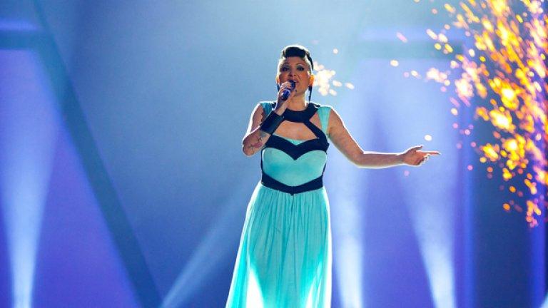 Щастлива съм, че ще бъда посланик на българската песен и се надявам, че ще запаля огъня на любовта в сърцата на всички българи в Европа, казва София Маринова във видеото си