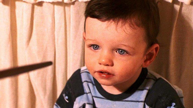 """Тоби Папуърт - 40 лири за """"Хари Потър и даровете на смъртта""""  Не сте чували името Тоби Папуърт? Може дори да не познавате и лицето му, честно казано. Но героя му познавате. Той играе бебето Хари Потър във флашбековете в последния филм от поредицата. Краткото му присъствие на екрана върви със също толкова скромен чек - под 50 лири за роля в поредица, която е спечелила милиарди."""
