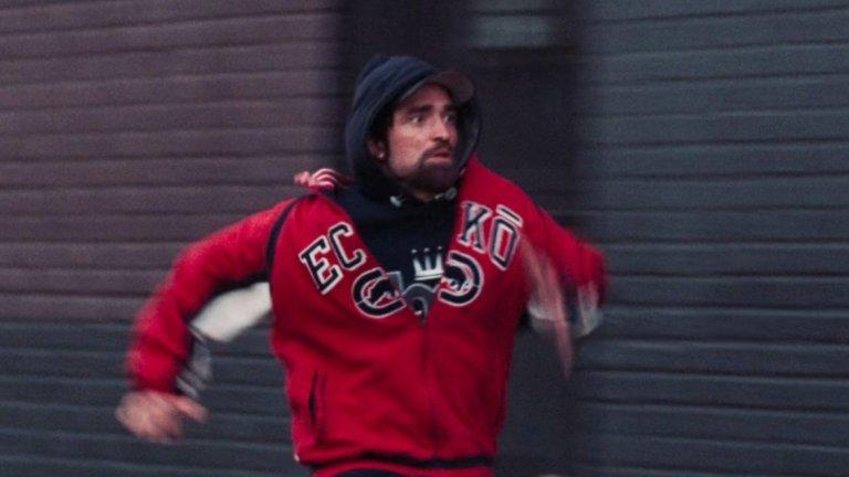 """След """"Здрач"""" Патинсън се отдаде на по-малки, но качествени филми (на снимката: Good Time от 2017 г.). Сега обаче постепенно се завръща към голямата сцена."""