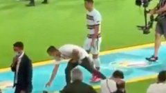 Роналдо вбеси португалците с шут по капитанската лента